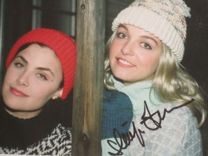 Audrey (Sherilynn Fenn) and Laura (Sheryl Lee)