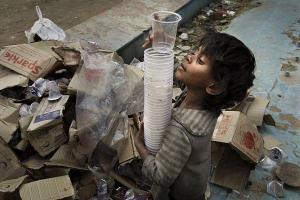 A poor child in India, definitely living on less than $ 1.50/day