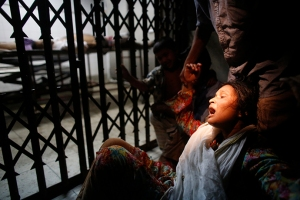 Kamrun Nahar mourns in front of a morgue as her husband Shaheed Hossain, 45, an activist of Bangladesh Awami League, died in a clash with Hefajat-e-Islam in Dhaka